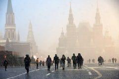 Extreme Schneefälle auf dem Roten Platz in Moskau stockbild