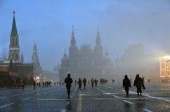 Extreme Schneefälle auf dem Roten Platz in Moskau stockfoto