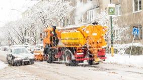 Extreme Schneefälle in der europäischen Stadt Stockbild