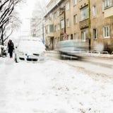Extreme Schneefälle in der europäischen Stadt lizenzfreie stockfotografie