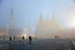 Extreme Schneef?lle auf dem Roten Platz in Moskau lizenzfreies stockbild
