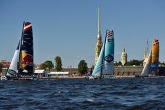 Extreme segelnde Reihe in St Petersburg, Russland Lizenzfreie Stockbilder