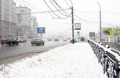 Extreme sneeuwstorm in Moskou Mening van de stadscentrum van Moskou Stock Afbeeldingen