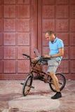Extreme sport op BMX-fiets royalty-vrije stock afbeelding