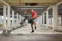 Extreme sport op BMX-fiets Stock Foto's