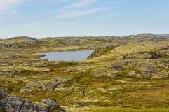 Extreme wandernde Wege hinter dem Polarkreis Stockfotografie