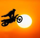 Extremer Motocroßmitfahrer Stockfotografie