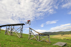 Extremes Gebirgsradfahren Lizenzfreies Stockbild