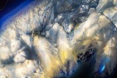 Extremes Makrofoto von blauen und weißen Achat-Felsen Stockfoto