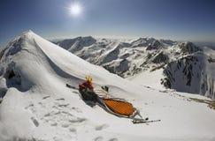 Extremes Nachtlager auf den Berg lizenzfreie stockfotos