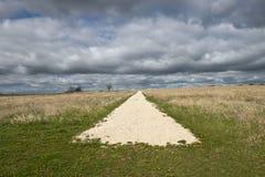 Extremidade da estrada ou conceito de Abtract do começo com céu, nuvens Fotos de Stock Royalty Free