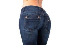 A extremidade da mulher nas calças de brim Fotografia de Stock