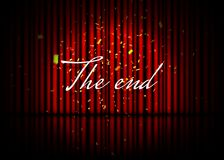 A extremidade? escrita em uma máquina de escrever velha e em um papel velho Cena teatral com cortinas vermelhas, reflexão e confe ilustração royalty free