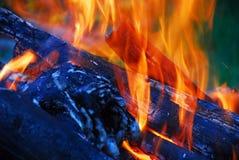 Extremidades de la llama en la chimenea Fotos de archivo