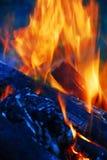 Extremidades de la llama en la chimenea Imagenes de archivo