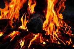 Extremidades de la llama en la chimenea Imagen de archivo