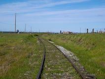 Extremo de la línea - pista de ferrocarril perdida foto de archivo libre de regalías