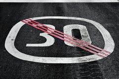 Extremo de la muestra del límite de velocidad libre illustration