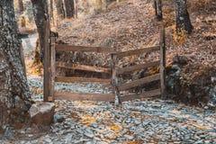 Extremo del camino, cerca de madera foto de archivo libre de regalías