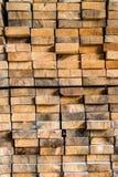 Extremos de los haces de madera apilados en uno a Imagen de archivo
