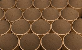 Extremos del tubo de cartulina en un paquete fotos de archivo libres de regalías