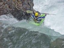 Extremsport que kayaking no vale de Riss imagem de stock royalty free