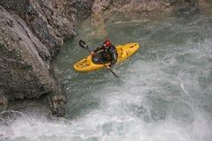 Extremsport som kayaking i den Riss dalen Fotografering för Bildbyråer