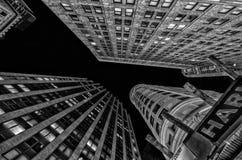 Extremt över huvudet perspektiv av Lower Manhattanbyggnader och Sk Fotografering för Bildbyråer