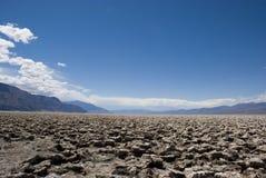 Extremt klimat på golfbanan för jäkel` s i Death Valley, Kalifornien arkivbild