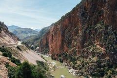 Extremt landskap, klippa och flod Royaltyfri Foto