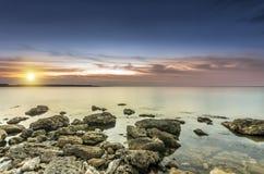 Extremt ljus solnedgång royaltyfri fotografi