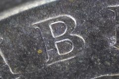 Extremt slut upp av bokstav B på mynt arkivfoto