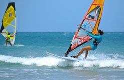 Extrim-femail Windsurfen in Jericoacoara Stockfoto