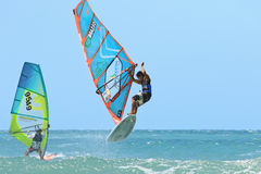 Extrim-Windsurfen in Jericoacoara Lizenzfreie Stockfotos