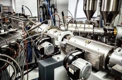 Extruder maszyna dla wytłaczania plastikowy materiał, zakończenie widok zdjęcie royalty free