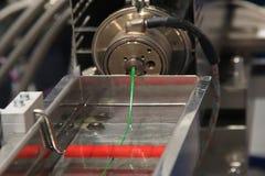 Extrusão contínua do filamento plástico fotografia de stock