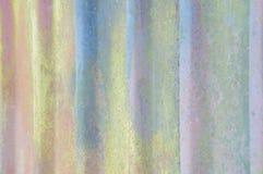 Exture bakgrund av den korrugerade väggen för gammal guling Arkivfoto