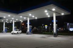 Exxon Mobil Gas Station la nuit Photo stock