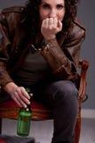 ¿Ey el tipo quiere beber un poco de cerveza uh? Foto de archivo libre de regalías