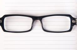 Eye i vetri vetri dell'occhio con il libro sui precedenti Fotografia Stock Libera da Diritti