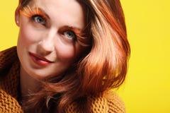 Eye-lashes dei capelli di colore marrone di fascino della ragazza della donna di autunno Fotografie Stock