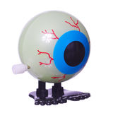 Eyeball il giocattolo con le gambe per Halloween ha isolato su bianco immagini stock