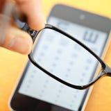 Eyechart σε κινητό με eyewear Στοκ Φωτογραφία