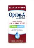 Eyedrops opcon- Bausch + Lomb в коробке стоковые фото