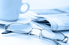 Eyeglass and newspaper Royalty Free Stock Photography