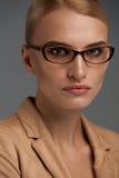 eyeglasses ανασκόπησης θηλυκό πέρα από το λευκό Όμορφη γυναίκα στα γυαλιά μόδας, Eyewear Στοκ Εικόνες