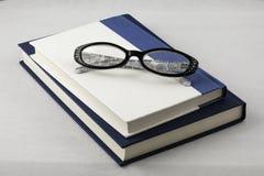 eyeglasses βιβλίων Στοκ εικόνες με δικαίωμα ελεύθερης χρήσης