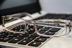 eyeglasses με το πληκτρολόγιο Στοκ Εικόνες