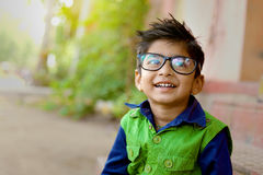 Eyeglasses индийского ребенка нося Стоковые Изображения RF