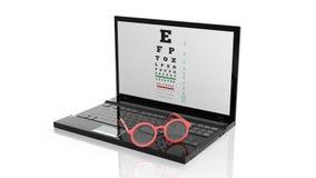 Eyeglasses на клавиатуре компьтер-книжек с зрением испытани по экран Стоковая Фотография RF